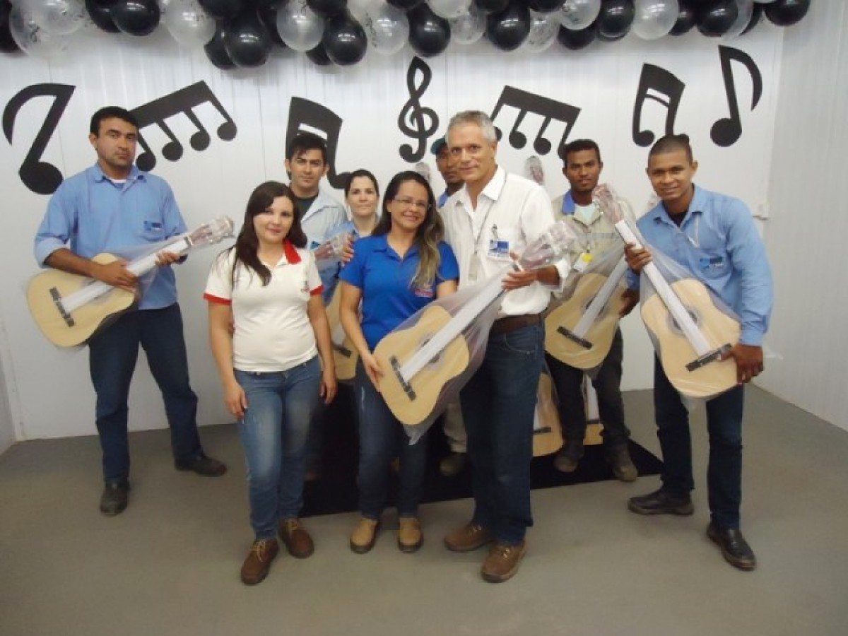 Doação de Violões para o Programa do CCBM de Aulas de Música